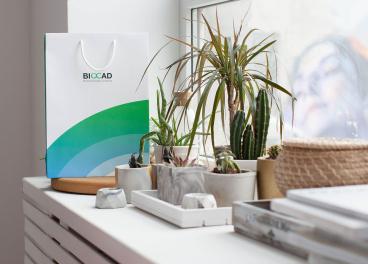 Бумажный пакет с логотипом BIOCAD